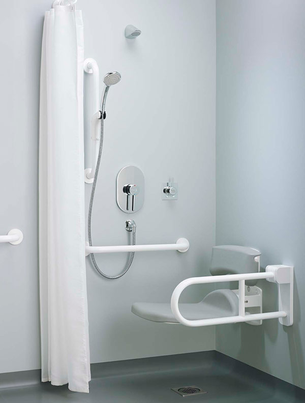 Ideal Standards Contour 21mobility impaired bathroom